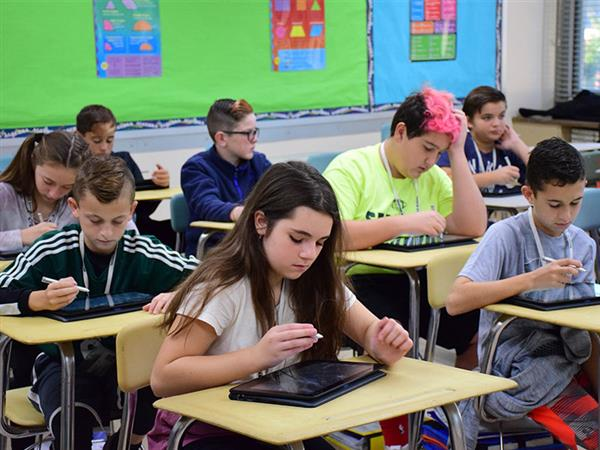 Laptops Enhance Learning at Seaford Middle School